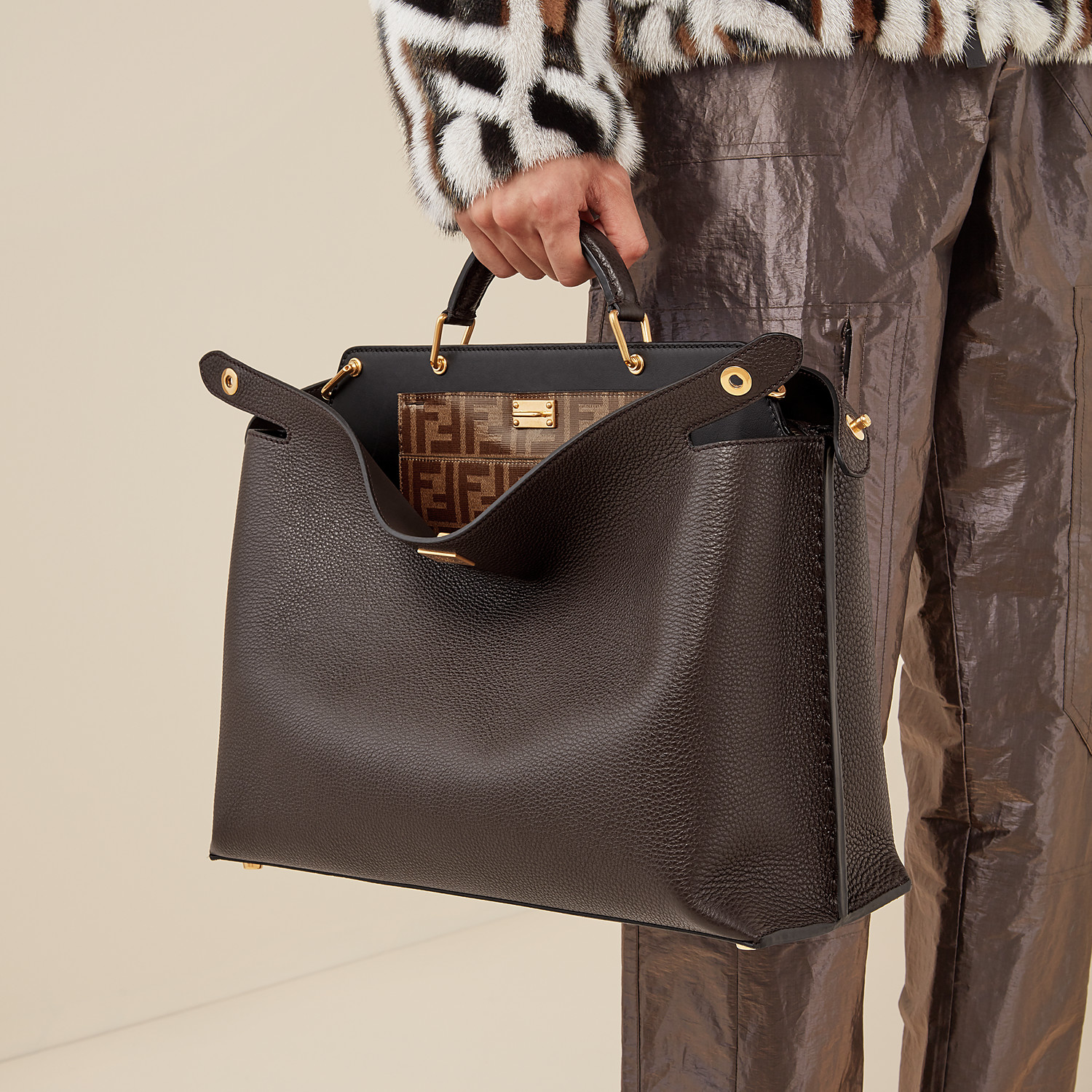 FENDI PEEKABOO ICONIC ESSENTIAL - Brown leather bag - view 6 detail
