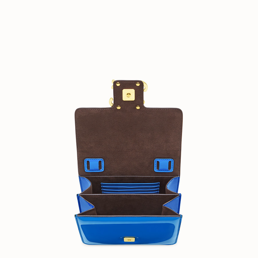 FENDI KARLIGRAPHY - Tasche aus Lackleder in Blau - view 4 detail