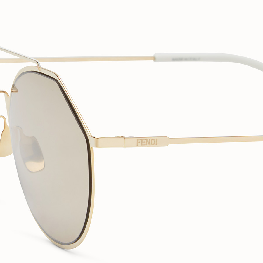 FENDI EYELINE - Sonnenbrille in Gold - view 3 detail