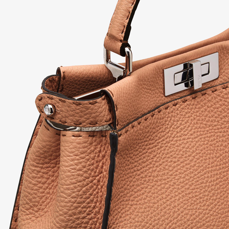 FENDI PEEKABOO ICONIC MEDIUM - Tasche aus Leder in Braun - view 5 detail