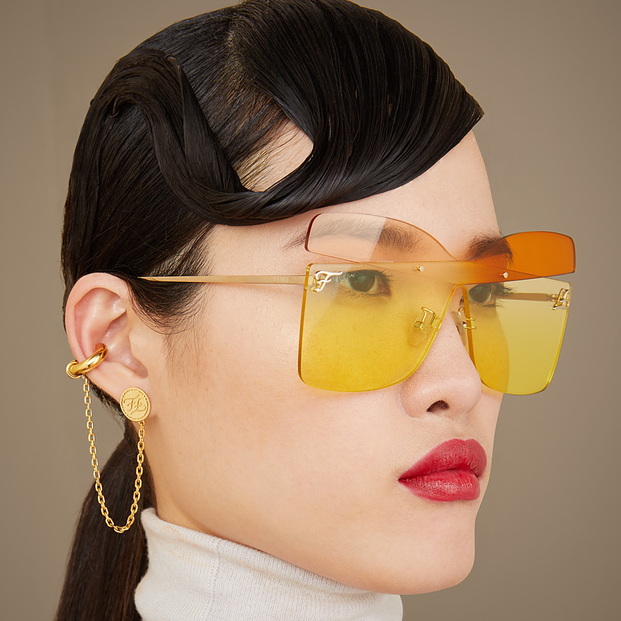 FENDI KARLIGRAPHY - Golden, pink, and orange-colored sunglasses - view 4 detail