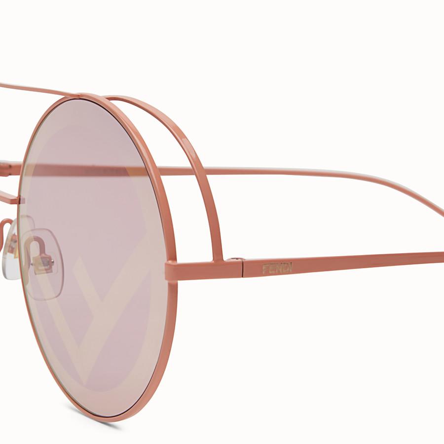 FENDI RUN AWAY - Lunettes de soleil Runway roses. - view 3 detail