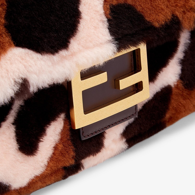 FENDI LARGE BAGUETTE - Bag in pink inlaid sheepskin - view 5 detail