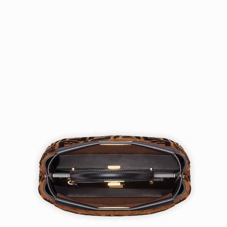 FENDI PEEKABOO ICONIC MEDIUM - Sac en peau de mouton marron - view 5 detail