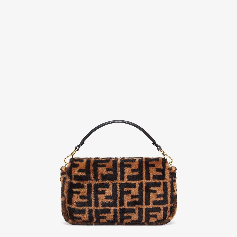 FENDI BAGUETTE - Tasche aus Lammfell in Braun - view 3 detail