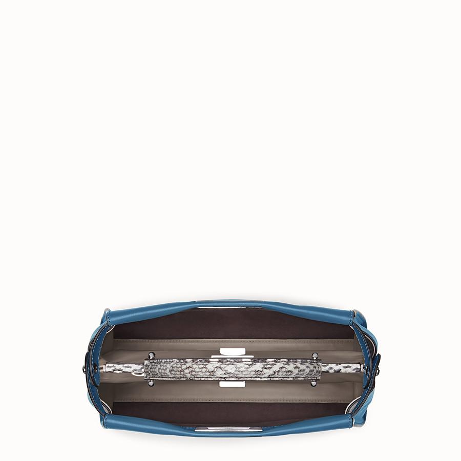 FENDI 레귤러 피카부 - 이그조틱 디테일의 옅은 블루 가죽 가방 - view 4 detail