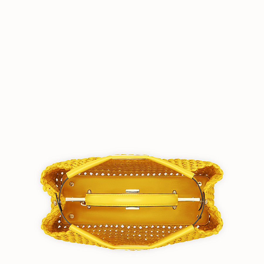 FENDI PEEKABOO ICONIC MEDIUM - Tasche aus Interlace Leder in Gelb - view 5 detail