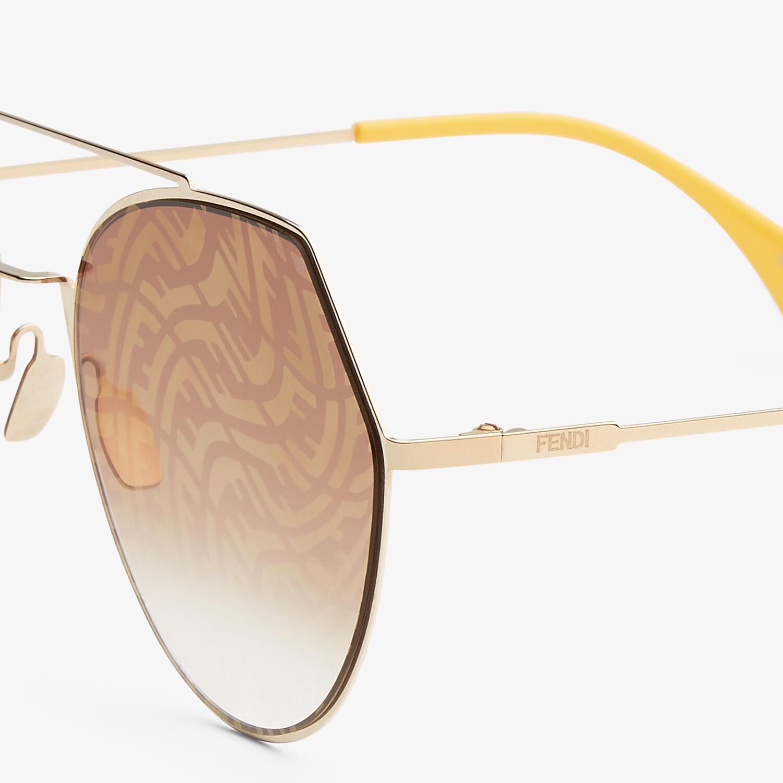 FENDI EYELINE - Lunettes de soleil dorées - view 3 detail
