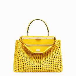 FENDI PEEKABOO ICONIC MEDIUM - Tasche aus Interlace Leder in Gelb - view 1 thumbnail