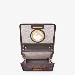 FENDI KAN I F KLEIN - Mini-Tasche aus technischem Gewebe in Braun - view 5 thumbnail