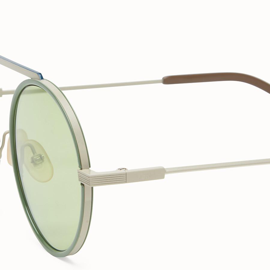 FENDI EVERYDAY FENDI - 白色磨砂及綠色太陽眼鏡 - view 3 detail