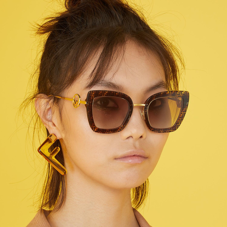 FENDI F IS FENDI - Sonnenbrille aus Azetat in Havana, FF und Metall - view 4 detail