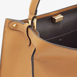 FENDI PEEKABOO X-LITE MEDIUM - Tasche aus Leder in Beige - view 7 thumbnail