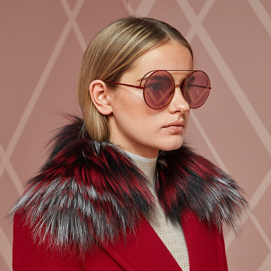 FENDI RUN AWAY - A/W17 Fashion Show red sunglasses - view 4 detail