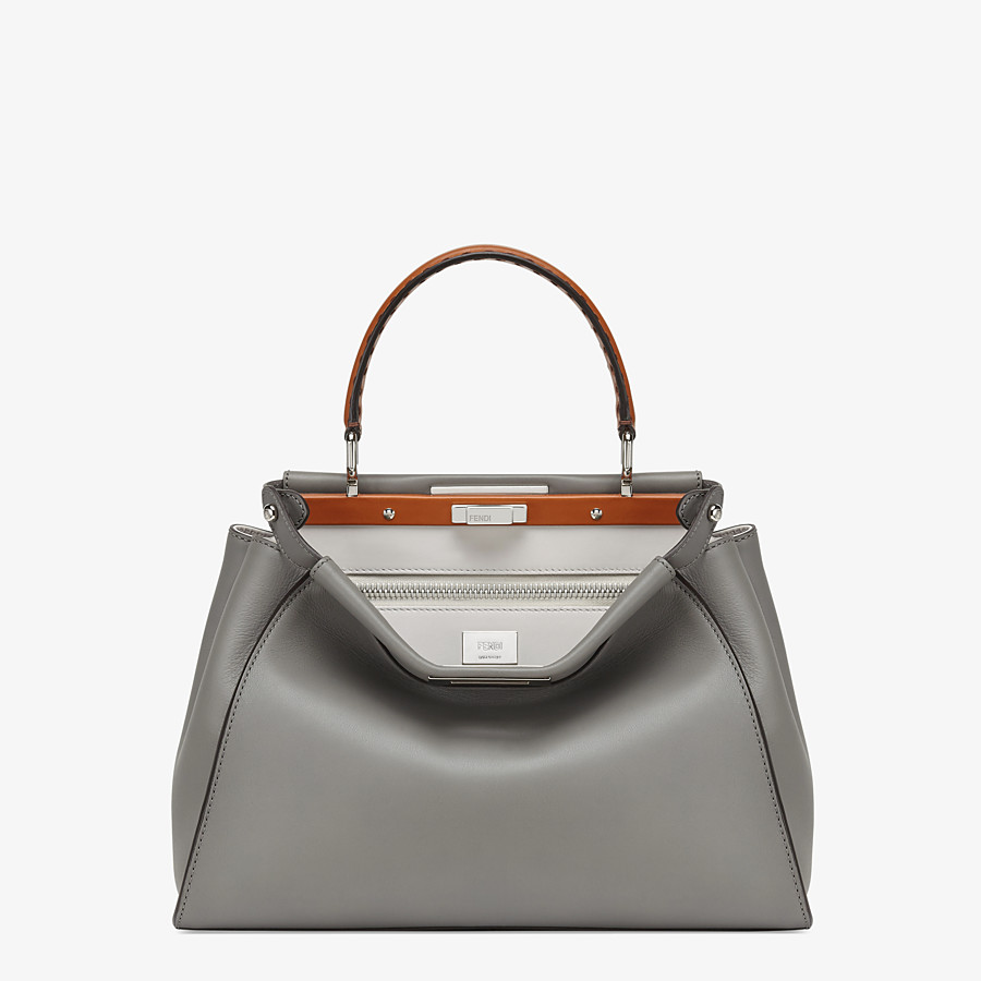 FENDI PEEKABOO ICONIC MEDIUM - Tasche aus Leder in Grau - view 1 detail