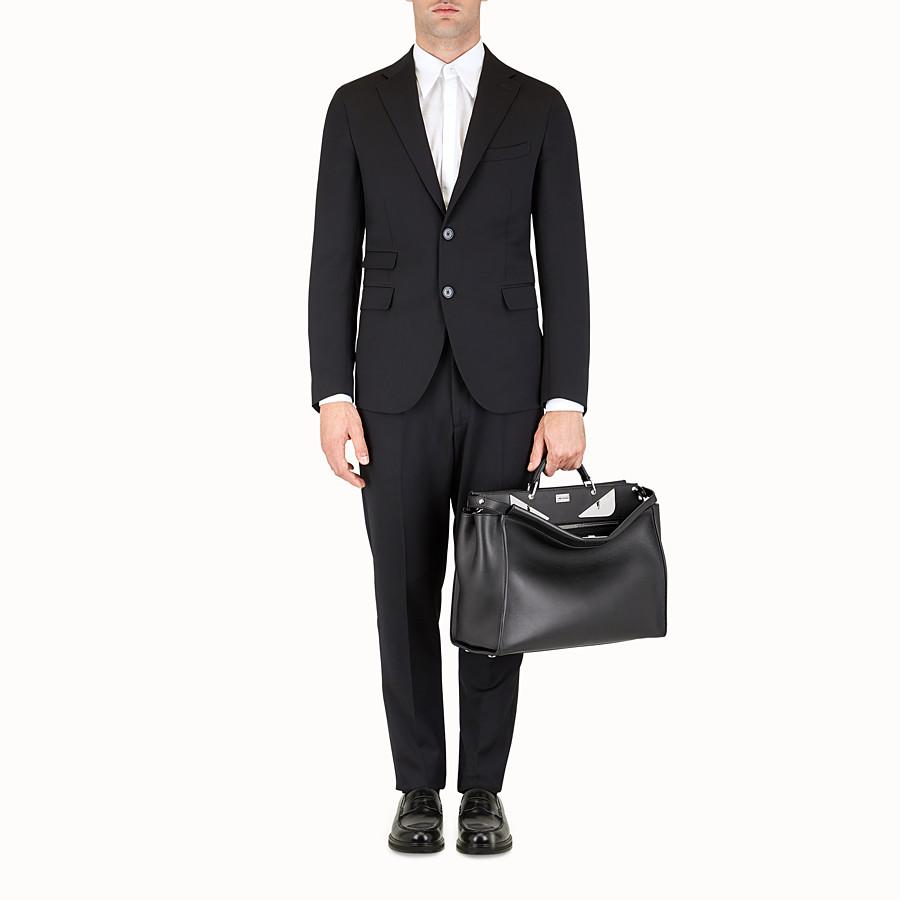 FENDI 피카부 - 블랙 컬러의 가죽 소재, 메탈 백 버그 장식 - view 5 detail
