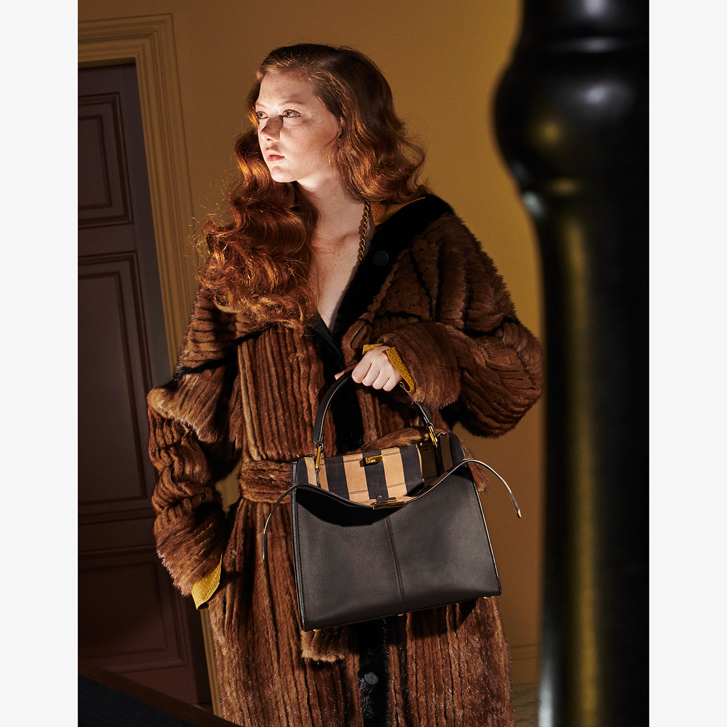 FENDI PEEKABOO X-LITE MEDIUM - Borsa in pelle marrone - vista 2 dettaglio