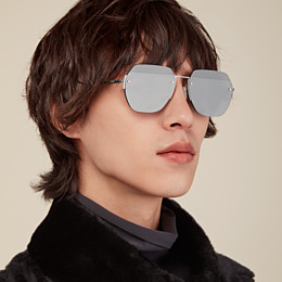 FENDI FF - Sonnenbrille in schwarzem Ruthenium - view 4 thumbnail