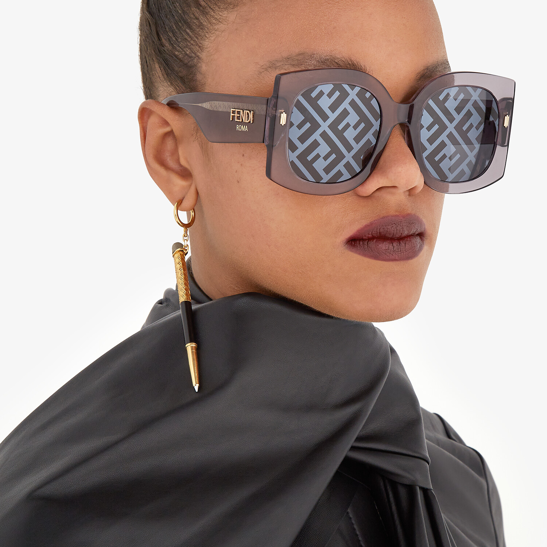 FENDI FENDI ROMA - Sunglasses in transparent gray acetate - view 4 detail