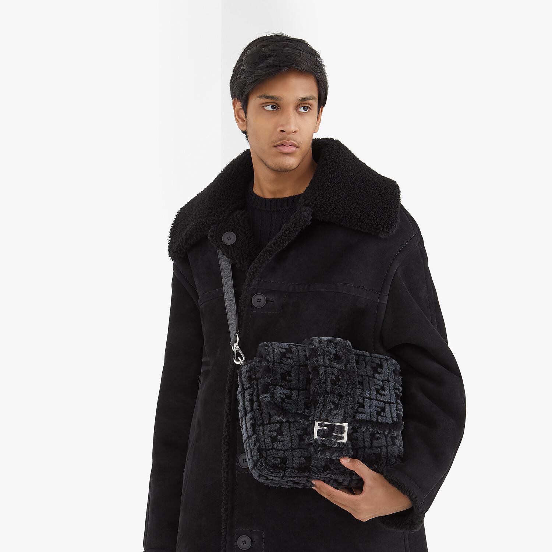 FENDI BAGUETTE MESSENGER BAG MEDIUM - Black and gray shearling bag - view 6 detail
