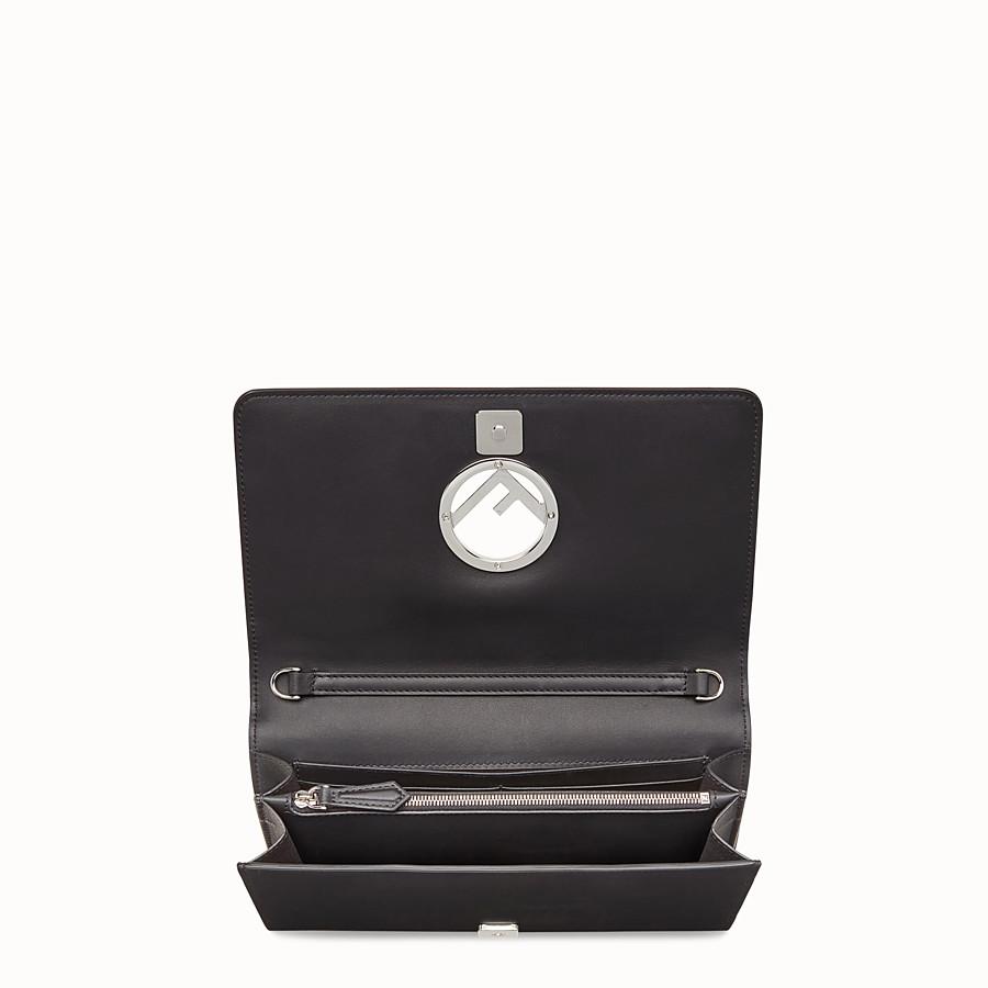 FENDI 로고 디테일의 체인 지갑 - 블랙 컬러의 가죽 미니 백 - view 4 detail