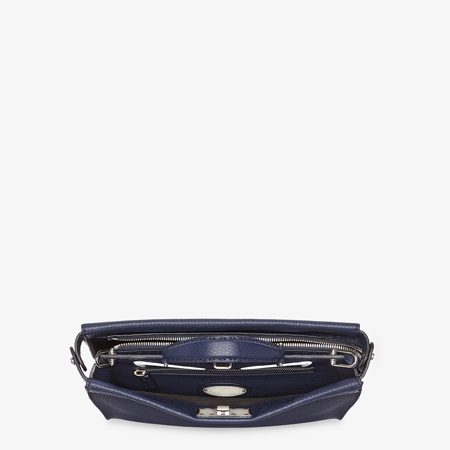 FENDI PEEKABOO ICONIC FIT - Tasche aus Leder in Blau - view 4 detail