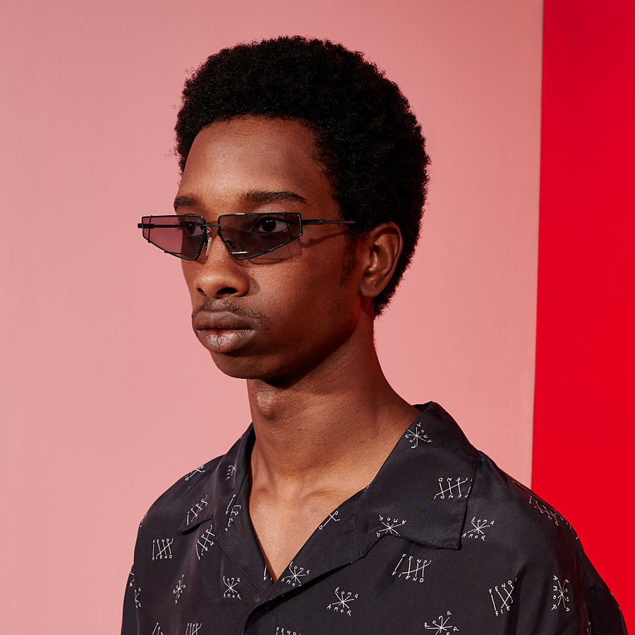 FENDI FENDIFIEND - S/S19 Fashion Show black sunglasses - view 4 detail