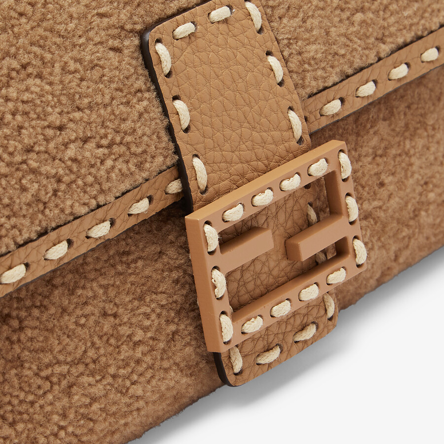 FENDI BAGUETTE - Beige sheepskin bag - view 5 detail