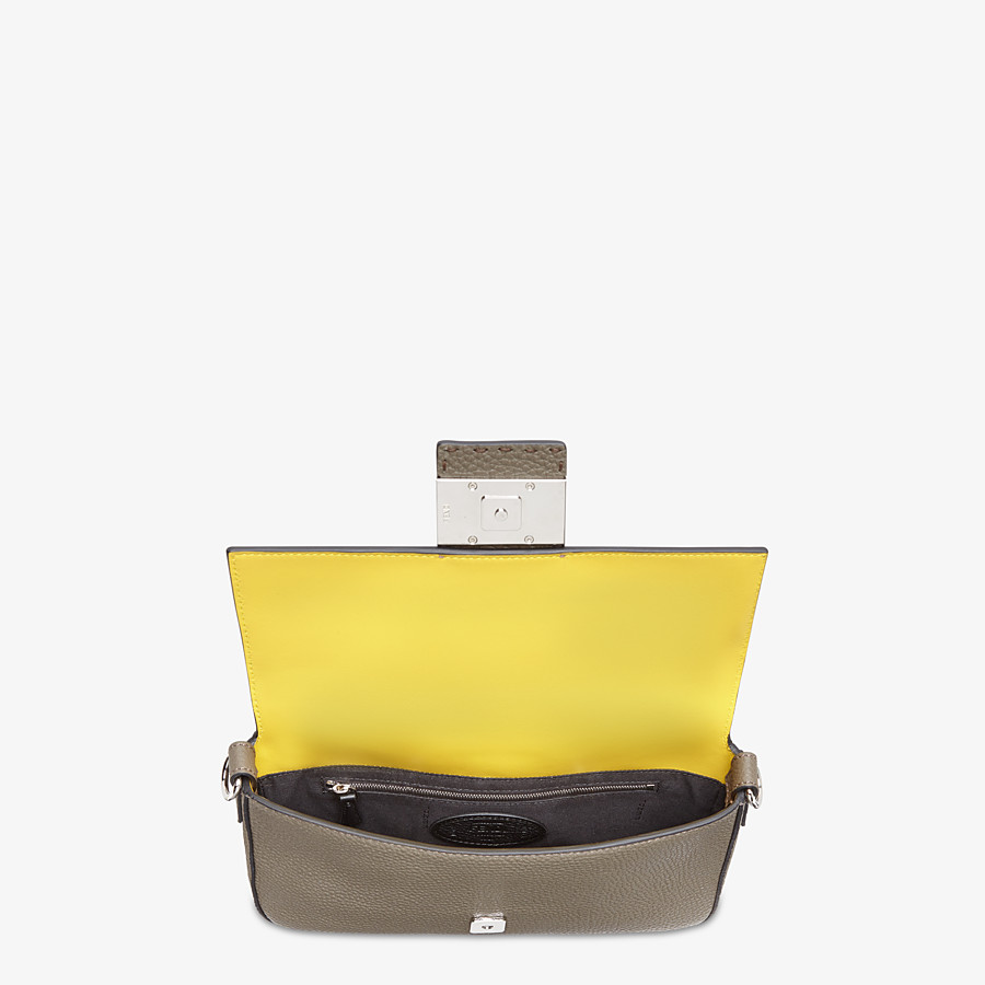 FENDI BAGUETTE - Green leather bag - view 5 detail
