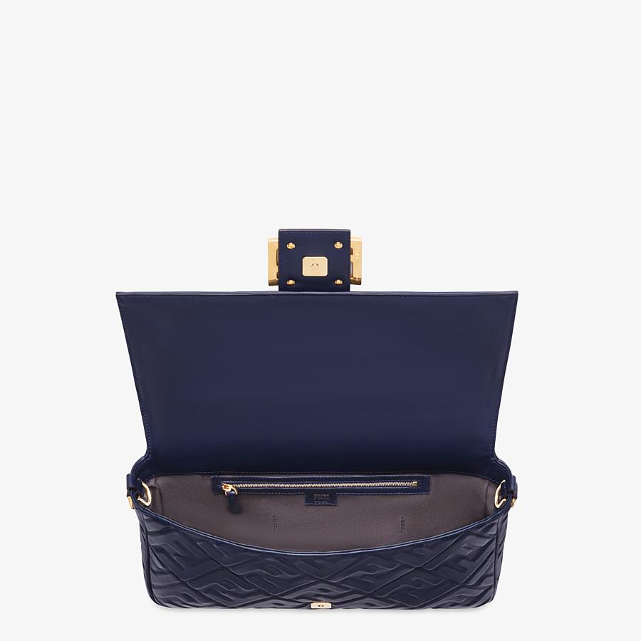 FENDI BAGUETTE LARGE - Tasche aus Nappaleder in Blau - view 5 detail