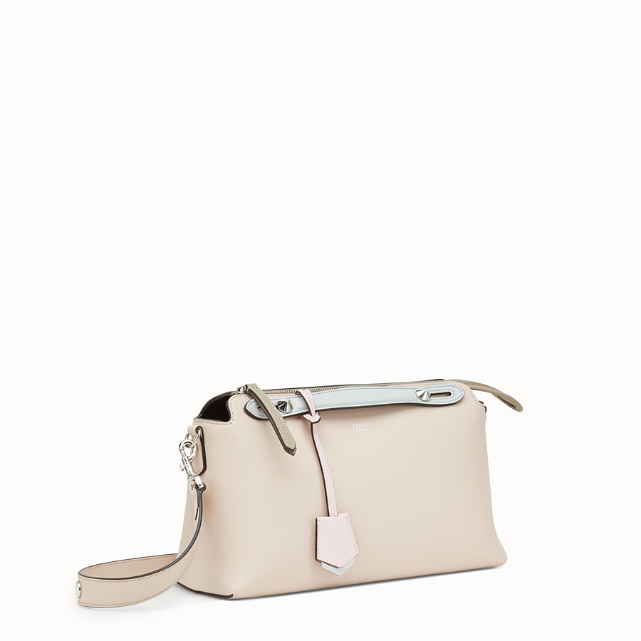 FENDI BY THE WAY REGULAR - Boston Bag aus Leder in Rosa - view 2 detail