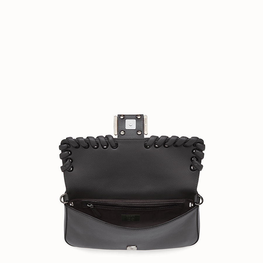 FENDI BAGUETTE - Black leather shoulder bag - view 4 detail