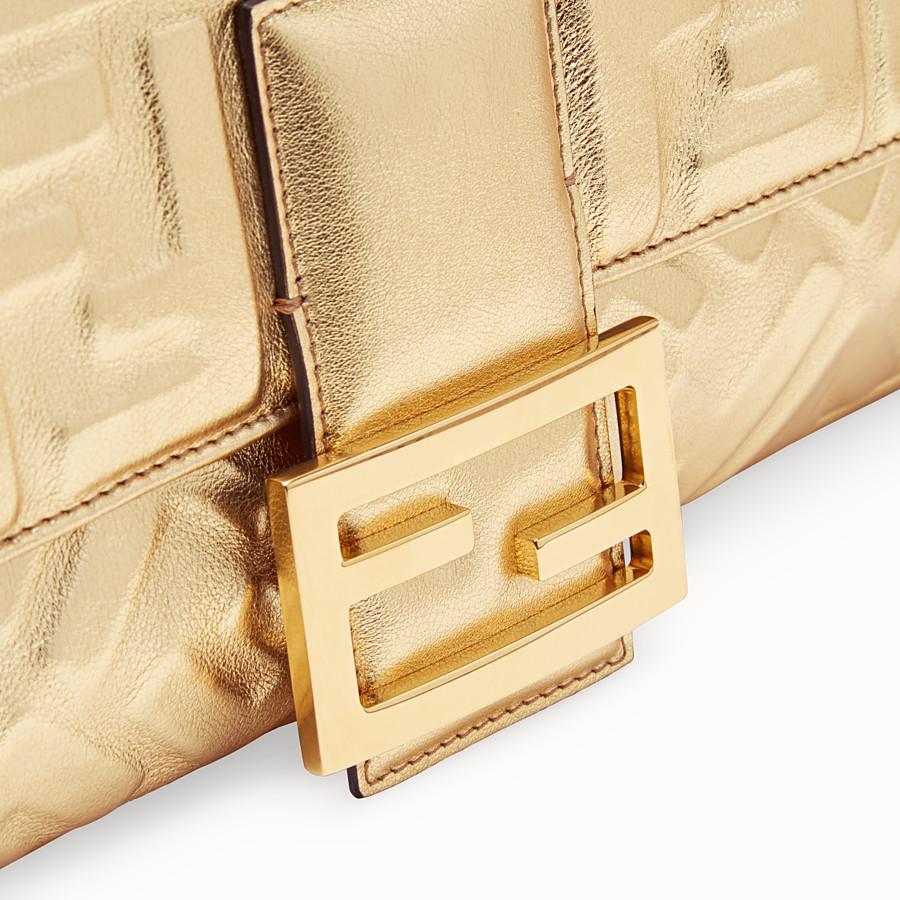 FENDI BAGUETTE LARGE - Borsa in pelle dorata - vista 5 dettaglio
