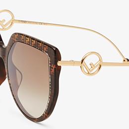 FENDI F IS FENDI - Gafas de sol de acetato havana FF y metal - view 3 thumbnail