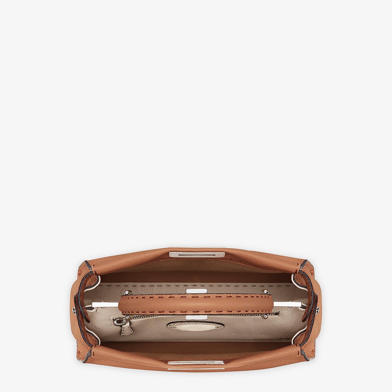 FENDI PEEKABOO ICONIC MEDIUM - Tasche aus Leder in Braun - view 4 detail