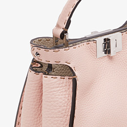 FENDI PEEKABOO ICONIC ESSENTIALLY - Tasche aus Leder in Rosa - view 5 thumbnail
