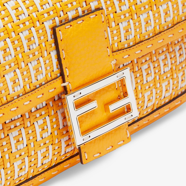FENDI BAGUETTE - Tasche aus geflochtenem Leder in Orange und Weiß - view 5 detail