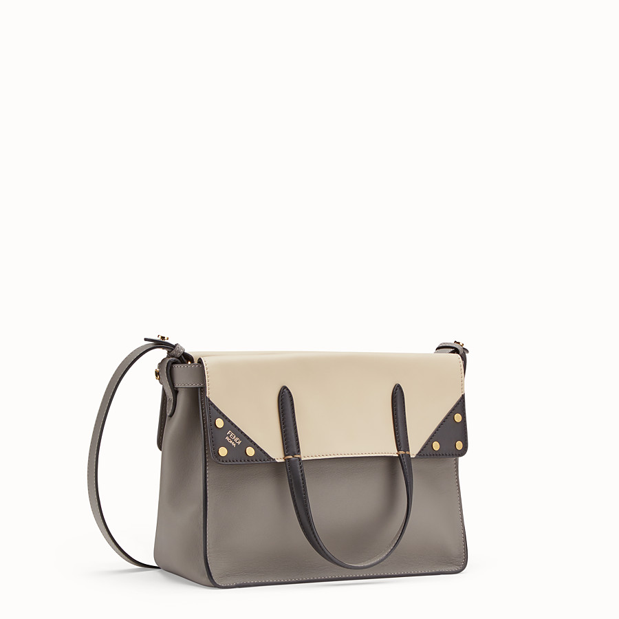 FENDI FENDI FLIP REGULAR - Tasche aus Leder in Grau - view 3 detail