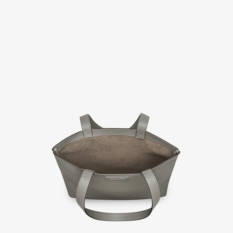 FENDI FLAT BAGUETTE SHOPPING BAG - Light gray leather bag - view 4 detail