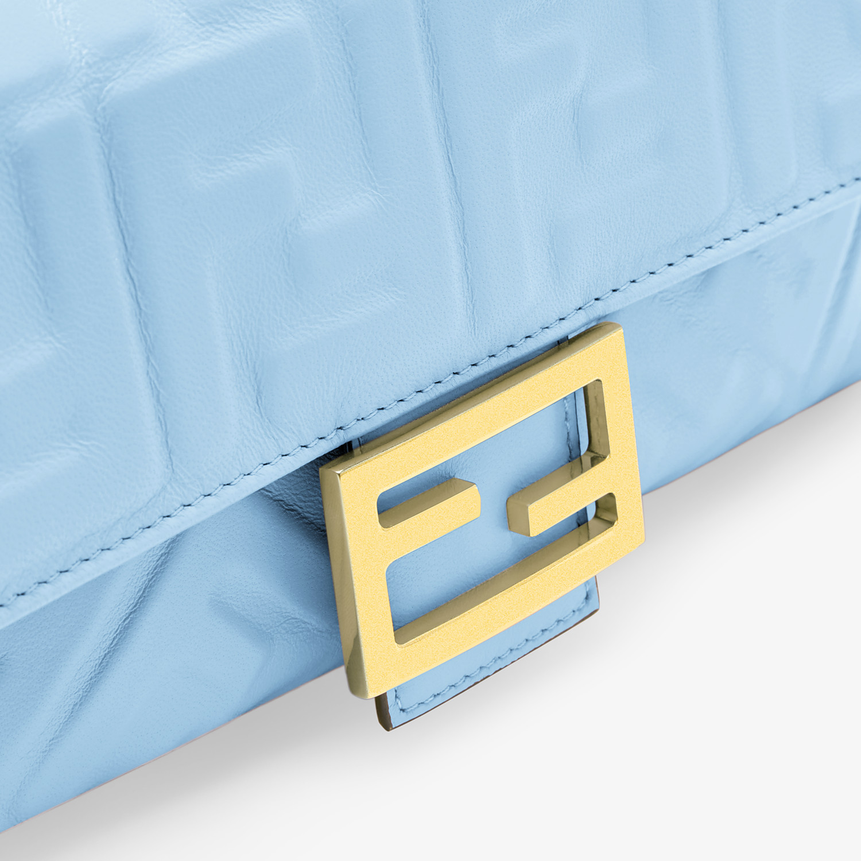 FENDI BAGUETTE - Tasche aus Nappaleder in Hellblau - view 5 detail