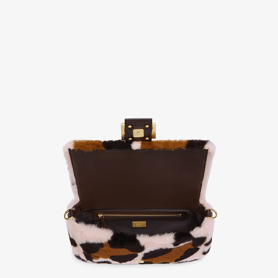 FENDI BAGUETTE - Pink sheepskin bag - view 4 detail