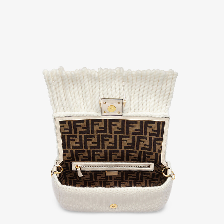 FENDI BAGUETTE - White wool bag with fringes - view 5 detail