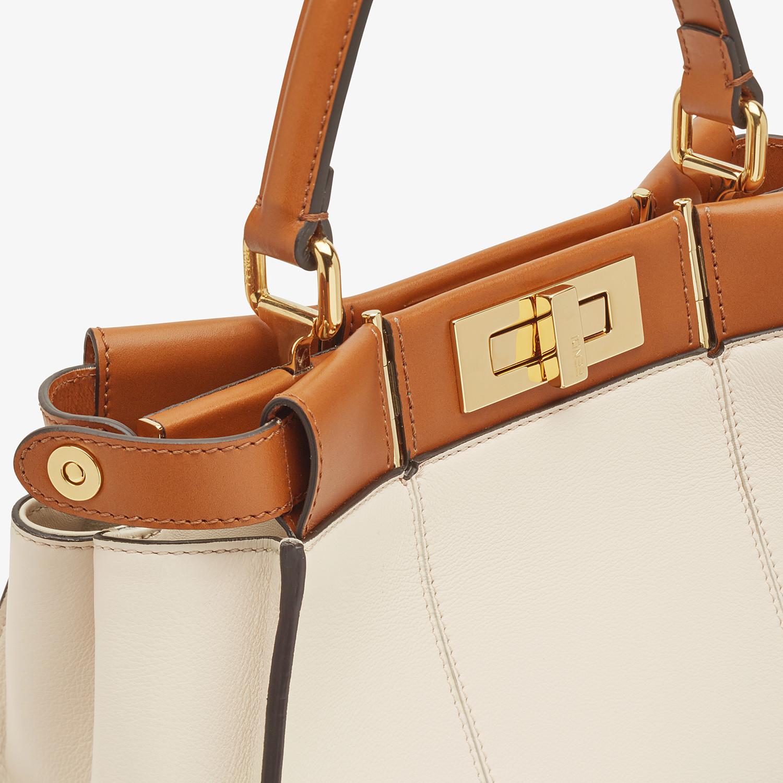 FENDI PEEKABOO ICONIC MEDIUM - Tasche aus Leder in Weiß - view 7 detail