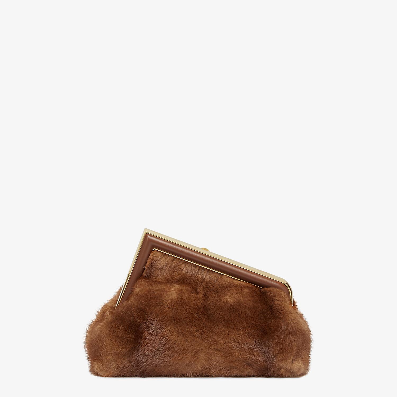 FENDI FENDI FIRST SMALL - Tasche aus Nerz in Braun - view 3 detail