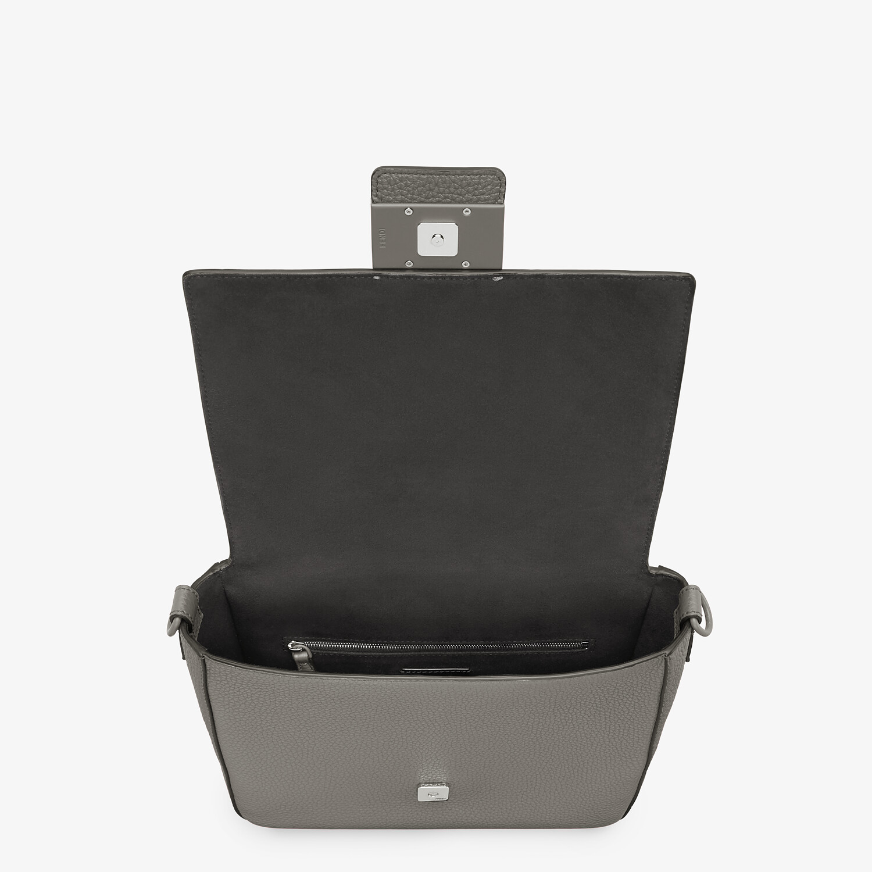 FENDI BAGUETTE MESSENGER BAG MEDIUM - Light gray leather bag - view 4 detail