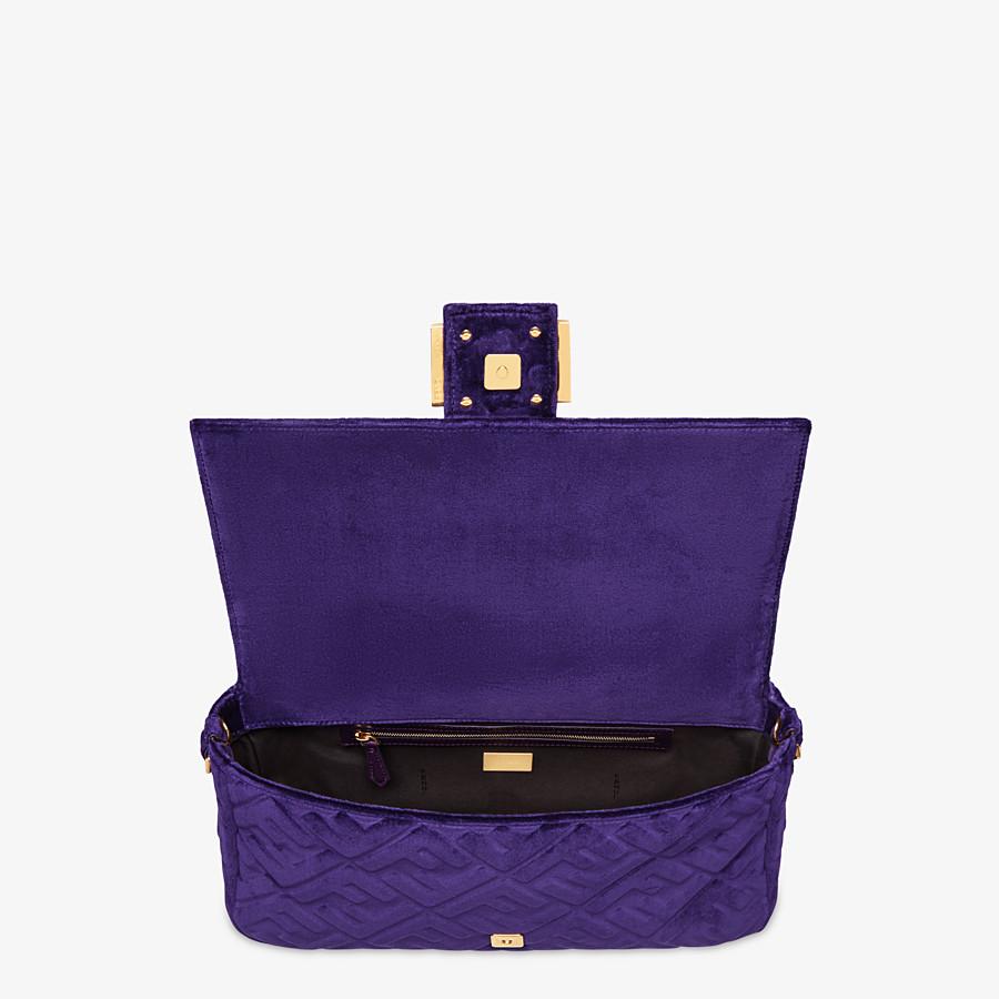 FENDI BAGUETTE GROSSE - Tasche aus Samt in Violett - view 4 detail