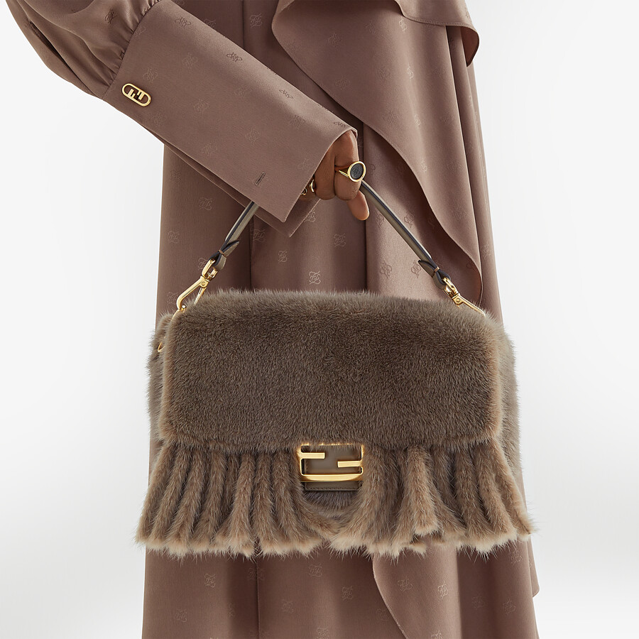 FENDI BAGUETTE - Grey mink bag with fringing - view 2 detail
