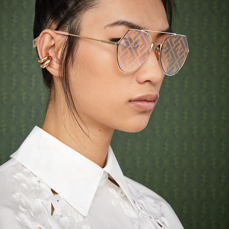 FENDI EYELINE - Gold-colored sunglasses - view 4 detail