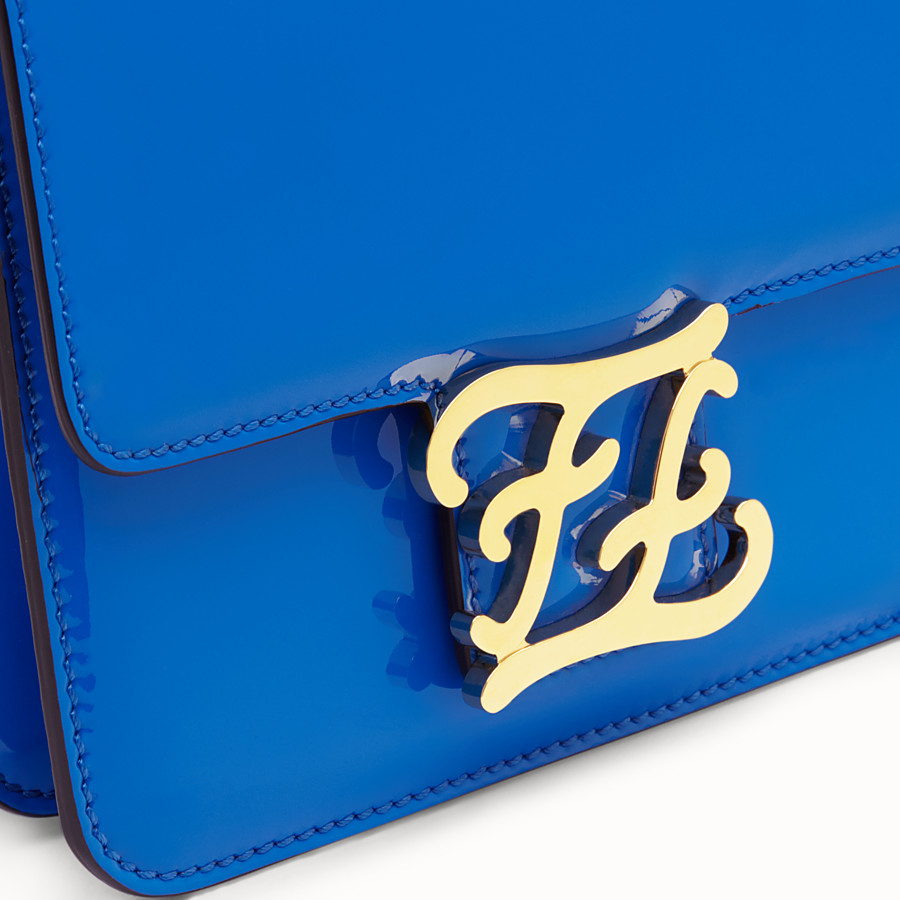 FENDI KARLIGRAPHY - Tasche aus Lackleder in Blau - view 5 detail