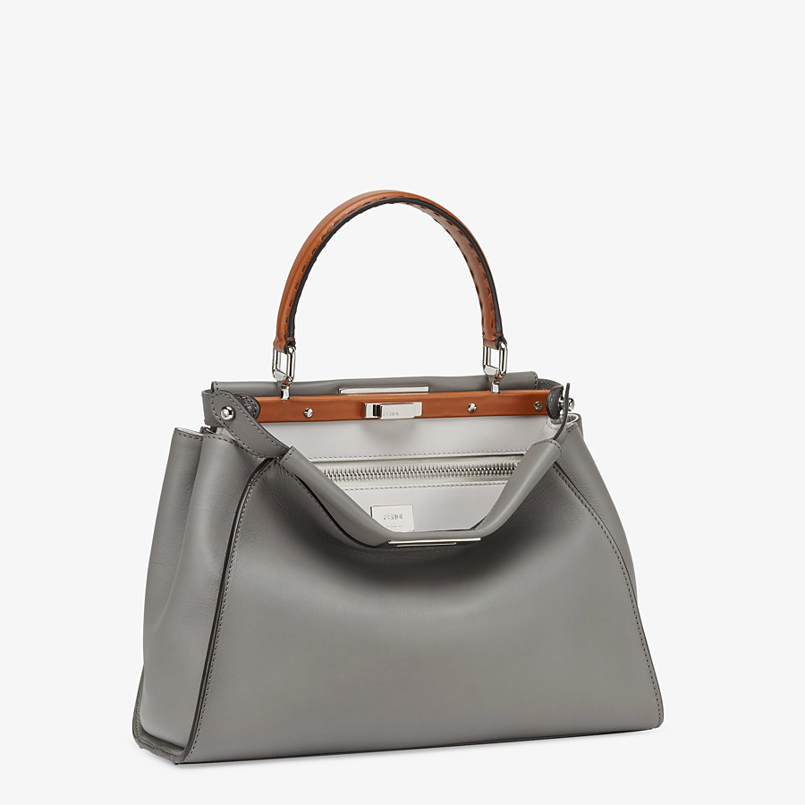 FENDI PEEKABOO ICONIC MEDIUM - Tasche aus Leder in Grau - view 3 detail